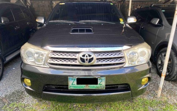 Silver Toyota Fortuner 2009 for sale in Pasig-3