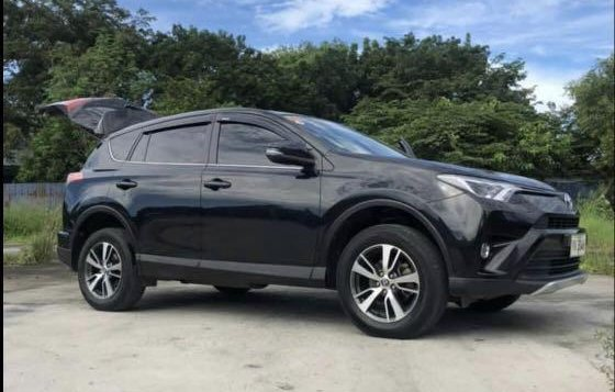 Selling Black Toyota Rav4 2016 in Manila-3