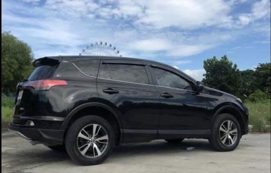 Selling Black Toyota Rav4 2016 in Manila-4