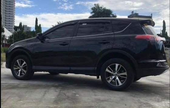 Selling Black Toyota Rav4 2016 in Manila-5