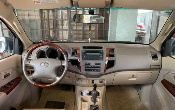 Pearlwhite Toyota Fortuner 2007 for sale in Las Pinas-2