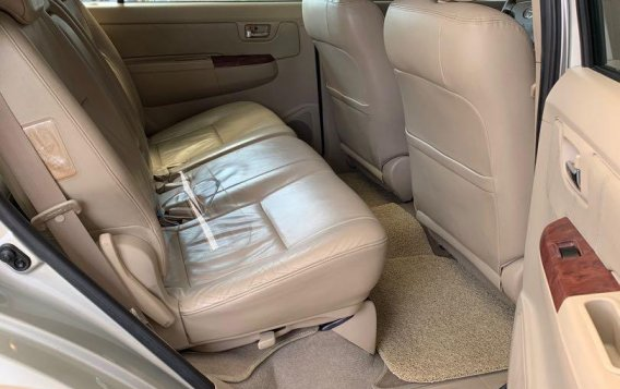 Pearlwhite Toyota Fortuner 2007 for sale in Las Pinas-3