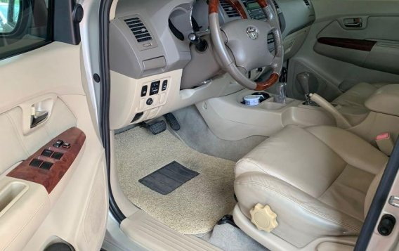 Pearlwhite Toyota Fortuner 2007 for sale in Las Pinas-6