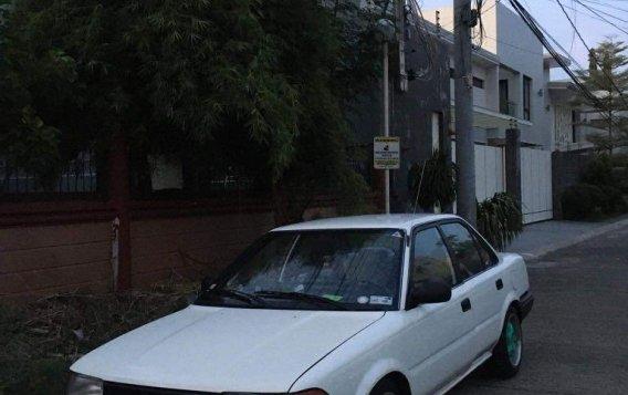 Selling White Toyota Corolla 1990 in Las Pinas