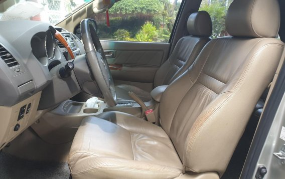 Selling Brightsilver Toyota Fortuner 2010 in Quezon-4