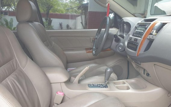 Selling Brightsilver Toyota Fortuner 2010 in Quezon-3