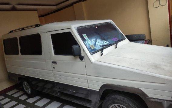 Selling White Toyota Tamaraw 2000 in Quezon-1