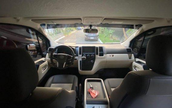 Toyota Hiace Super GL Mid Roof Auto 2019-2