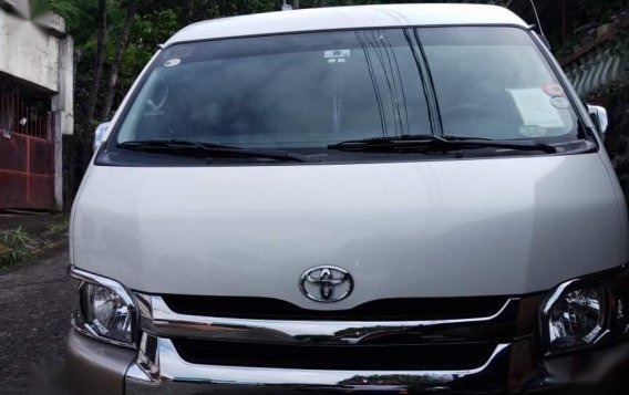 Selling White Toyota Grandia 2016 in Cainta