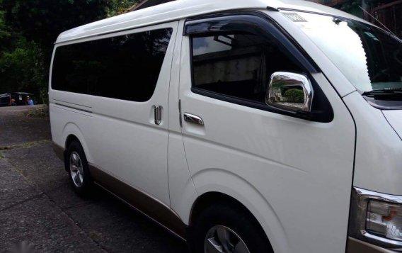 Selling White Toyota Grandia 2016 in Cainta-1