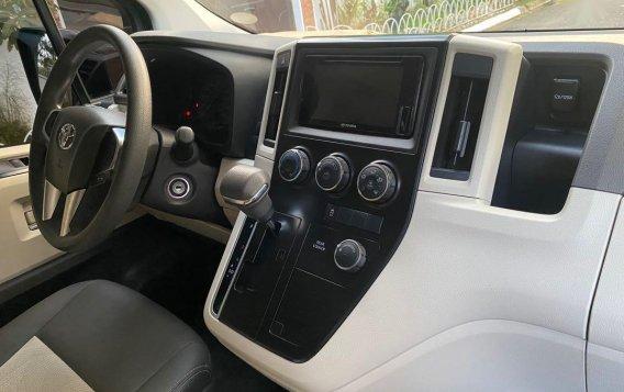 Toyota Hiace Super GL Mid Roof Auto 2019-6