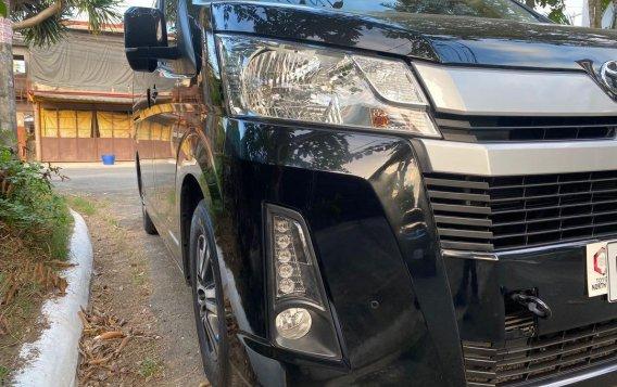 Toyota Hiace Super GL Mid Roof Auto 2019-1