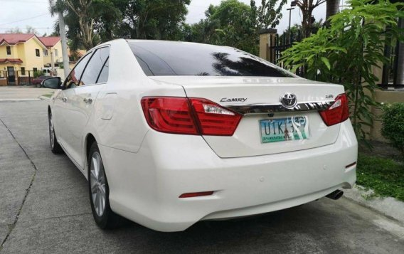 Selling White Toyota Camry 2012 in Manila-1