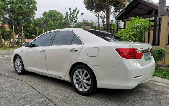 Selling White Toyota Camry 2012 in Manila-5