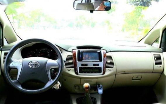Toyota Innova 2012-5