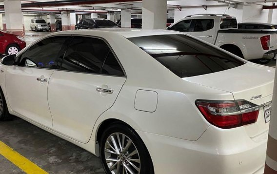 Selling Pearlwhite Toyota Camry 2018 in San Juan-4