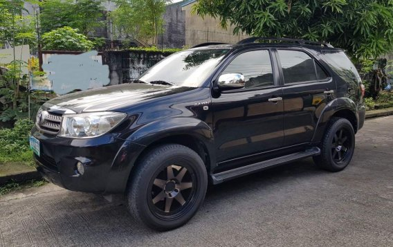 Black Toyota Fortuner 2011 for sale in Pasig