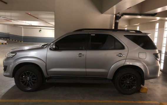 Selling Silver Toyota Fortuner 2015 in Makati-1