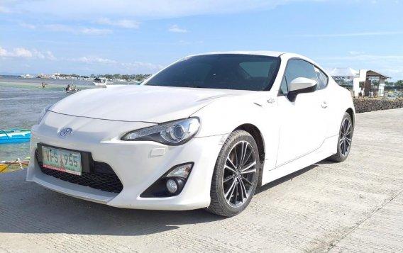 White Toyota 86 2013