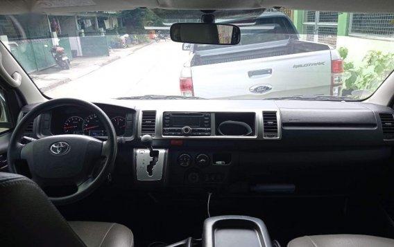 Selling White Toyota Hiace Super Grandia 2017 in Parañaque-4