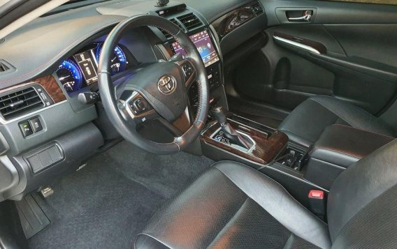White Toyota Camry 2017 for sale in Manila-8