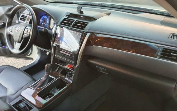 White Toyota Camry 2017 for sale in Manila-4