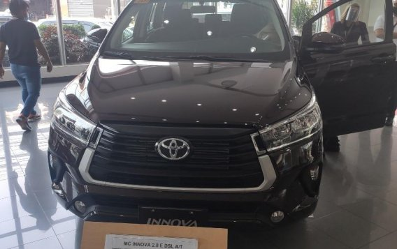 Selling Black Toyota Innova in Makati