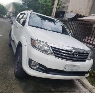 Pearl White Toyota Fortuner 2018 for sale in Calamba-2