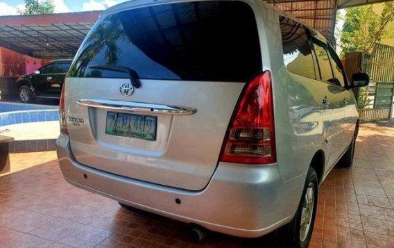 Grey Toyota Innova 2007-2