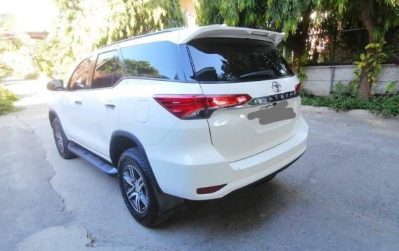 Selling White Toyota Fortuner 2017 in Batangas-1