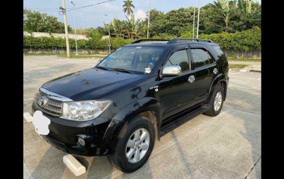 Selling Black Toyota Fortuner 2010 in Lipa