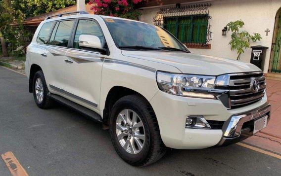 Sell White 2016 Toyota Land Cruiser-1