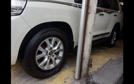 Toyota Land Cruiser 2017 SUV-2
