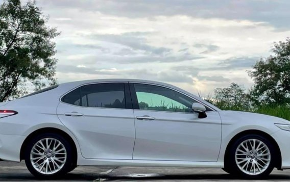 Selling White Toyota Camry 2019 in Quezon-3