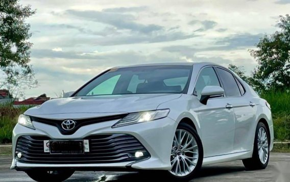 Selling White Toyota Camry 2019 in Quezon-2