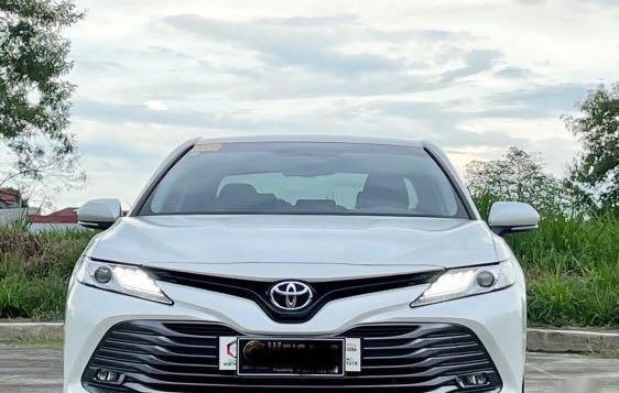 Selling White Toyota Camry 2019 in Quezon-1