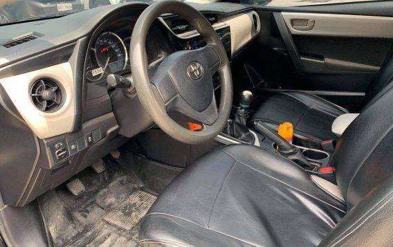 Selling Toyota Corolla Altis 2017-7