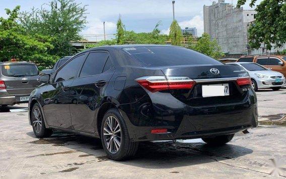 Selling Toyota Corolla Altis 2017-8