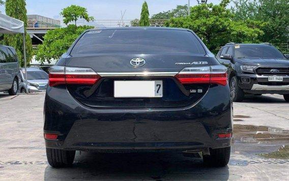 Selling Toyota Corolla Altis 2017-3