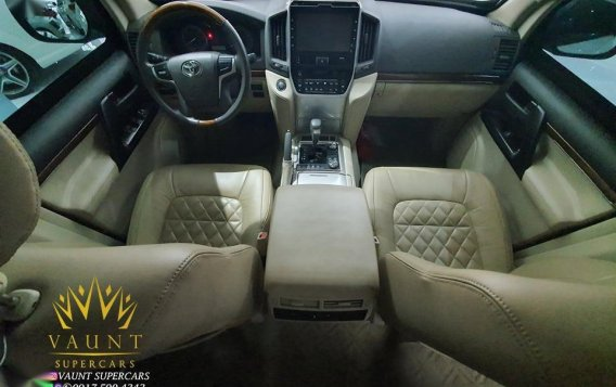 Pearl White Toyota Land Cruiser 2019 for sale in Quezon-1