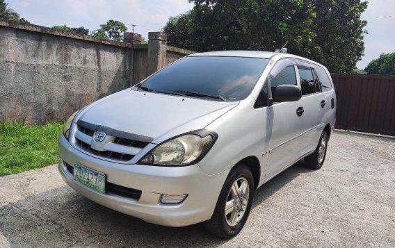Selling Brightsilver Toyota Innova 2006 in Cavite