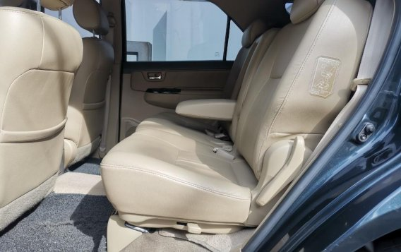 Selling Grayblack Toyota Fortuner 2013 in Parañaque-5