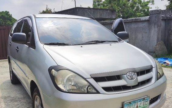 Selling Brightsilver Toyota Innova 2006 in Cavite-1