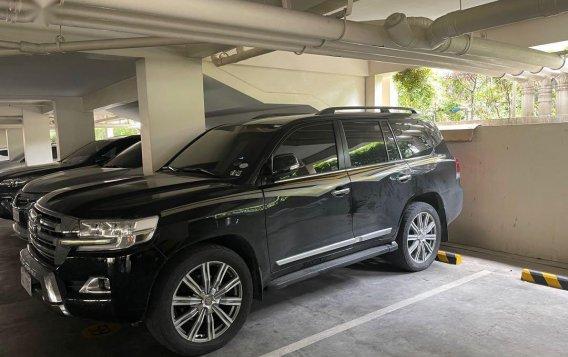 Sell 2018 Toyota Land Cruiser in Makati-1
