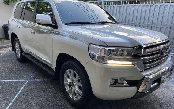 White Toyota Land Cruiser 2018 for sale in Manila-1