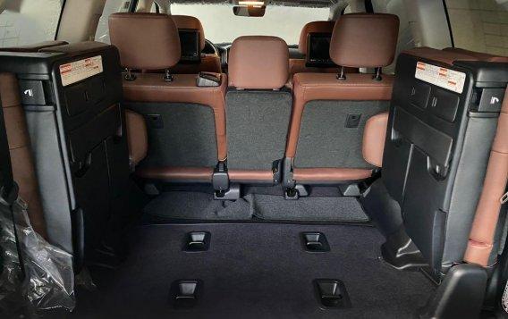 White Toyota Land Cruiser 2018 for sale in Manila-9