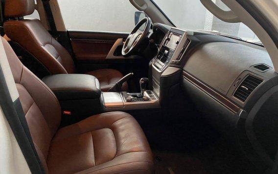 White Toyota Land Cruiser 2018 for sale in Manila-6