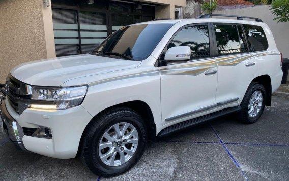 White Toyota Land Cruiser 2018 for sale in Manila