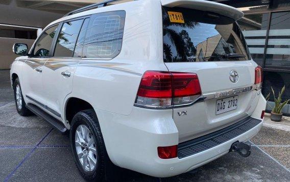 White Toyota Land Cruiser 2018 for sale in Manila-3
