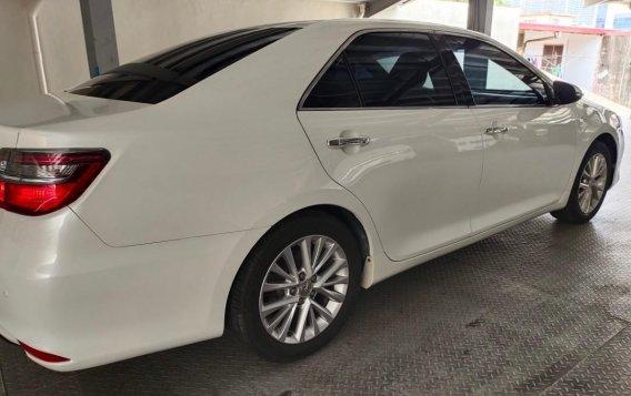 Selling Pearl White Toyota Camry 2016 in Makati-4